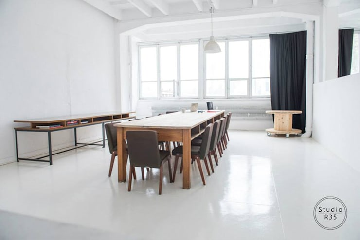 Studio fotograficzne: styl , w kategorii Przestrzenie biurowe i magazynowe zaprojektowany przez Studio R35,Skandynawski