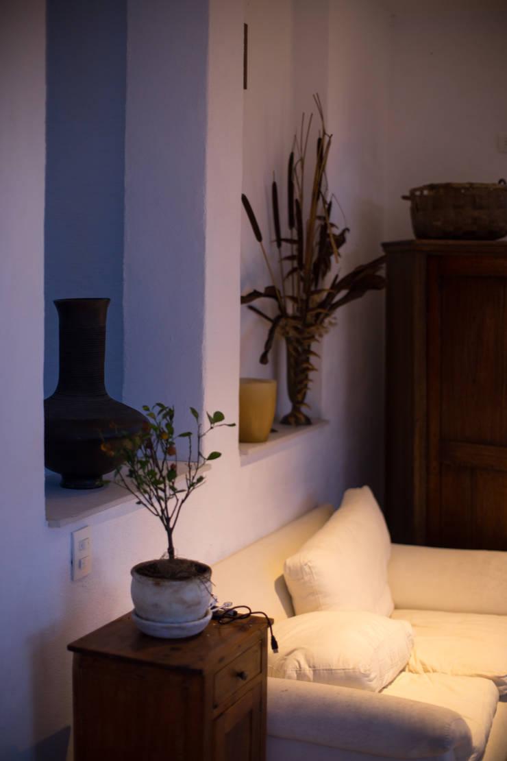 Casa Residencial Salas de estilo clásico de SDHR Arquitectura Clásico Contrachapado