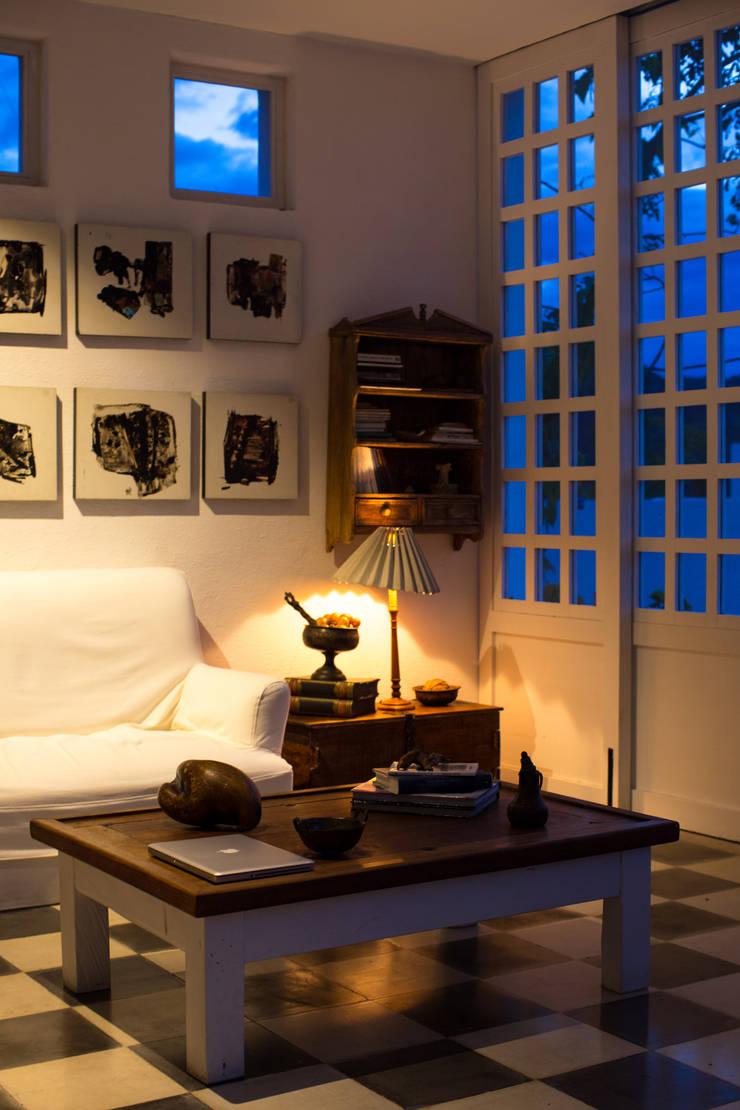Salón Salas modernas de SDHR Arquitectura Moderno Caliza