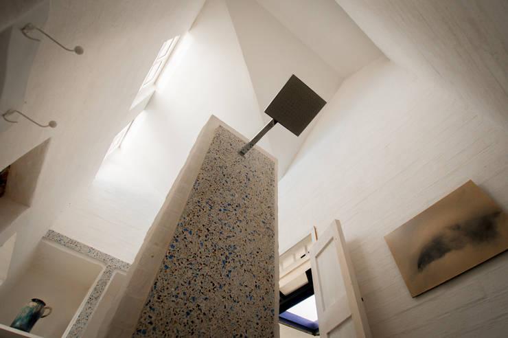Baños de estilo moderno por SDHR Arquitectura