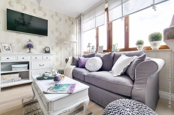 Livings de estilo  por DreamHouse.info.pl