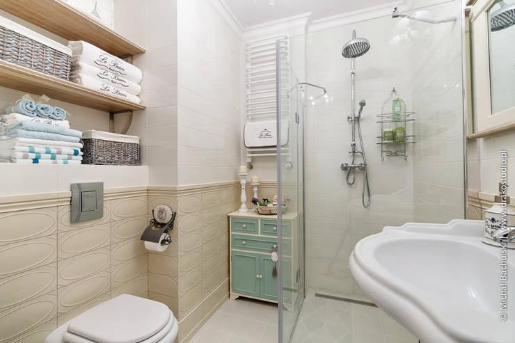 Baños de estilo  por DreamHouse.info.pl