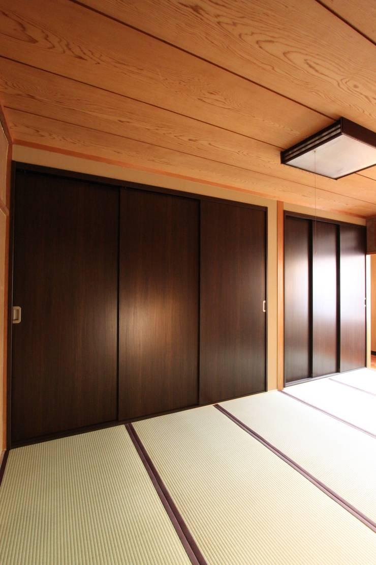 住まいを織る: 有限会社横田満康建築研究所が手掛けたです。