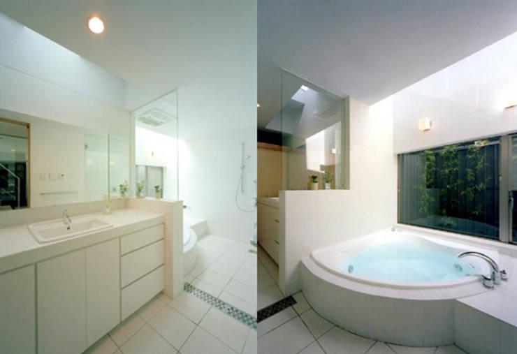 S邸: 株式会社アマゲロ / amgrrow Co., Ltd.が手掛けた浴室です。,