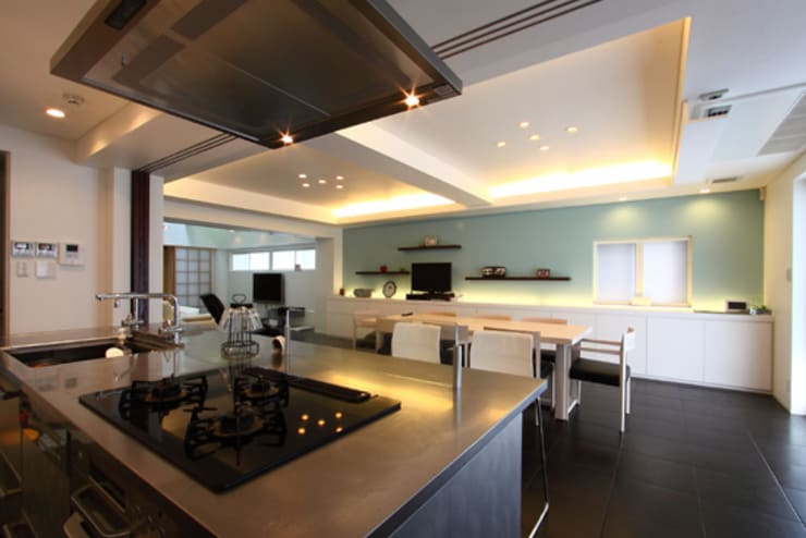 M邸: 株式会社アマゲロ / amgrrow Co., Ltd.が手掛けたキッチンです。