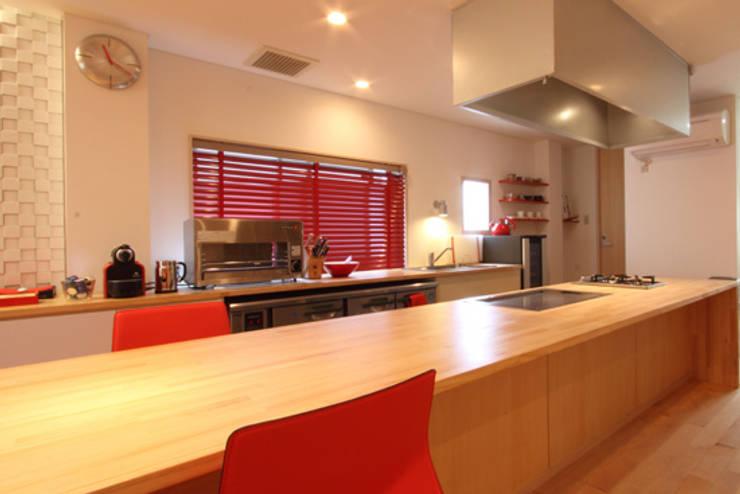 U邸 renovation: 株式会社アマゲロ / amgrrow Co., Ltd.が手掛けたキッチンです。