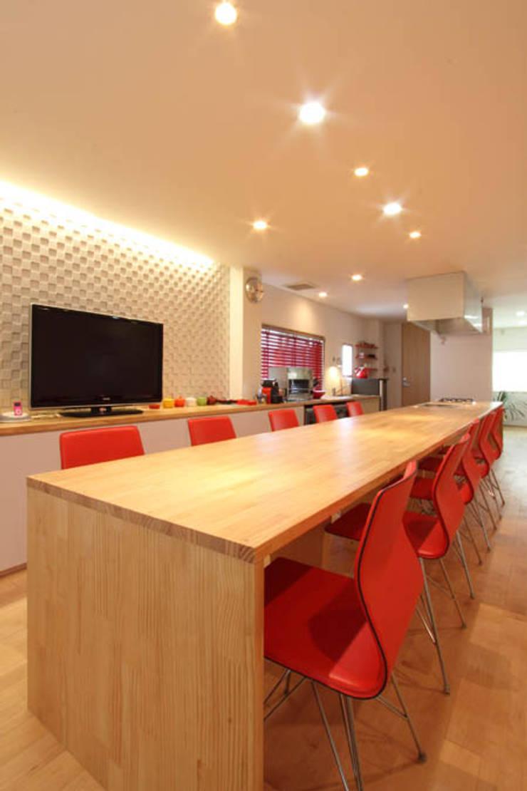U邸 renovation: 株式会社アマゲロ / amgrrow Co., Ltd.が手掛けたリビングです。