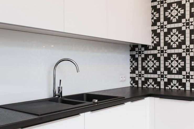 KRJ: styl , w kategorii Kuchnia zaprojektowany przez Och_Ach_Concept