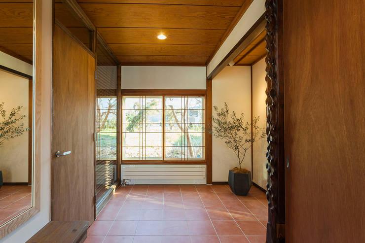 玄関: 株式会社シーンデザイン建築設計事務所が手掛けたです。
