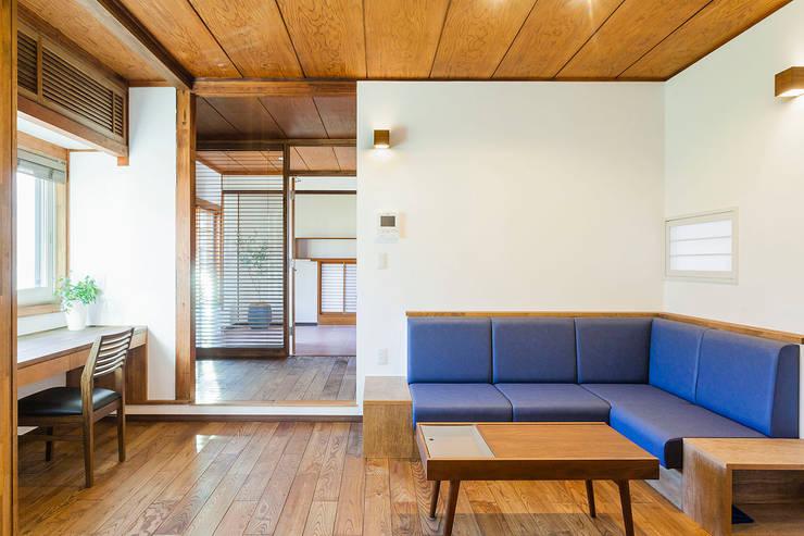 リビング: 株式会社シーンデザイン建築設計事務所が手掛けたです。