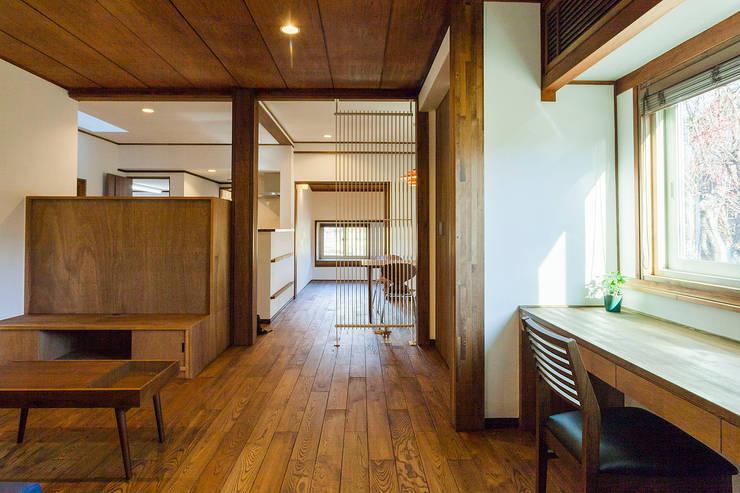 リビング~ダイニング~寝室: 株式会社シーンデザイン建築設計事務所が手掛けたです。