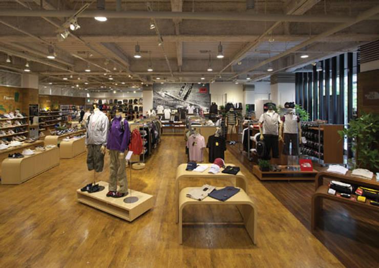 Sports MITSUHASHI Brownie: 株式会社アマゲロ / amgrrow Co., Ltd.が手掛けた商業空間です。