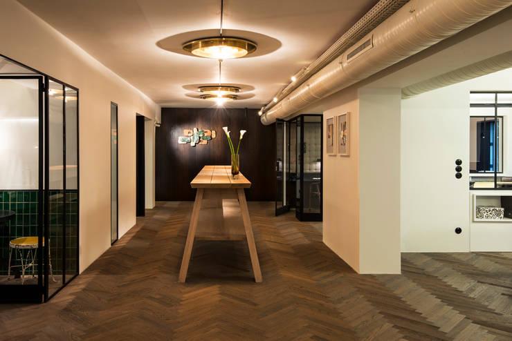 interior.architects.munichが手掛けた廊下 & 玄関