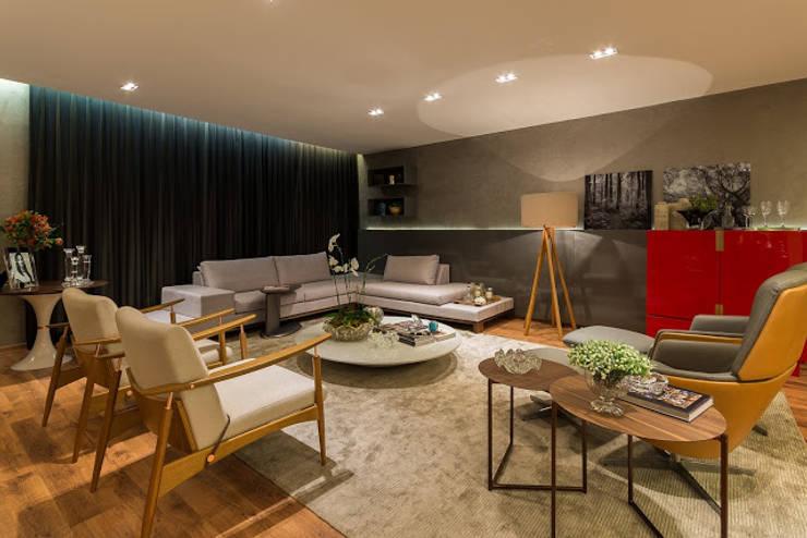 sala de estar: Salas de estar  por Flaviane Pereira