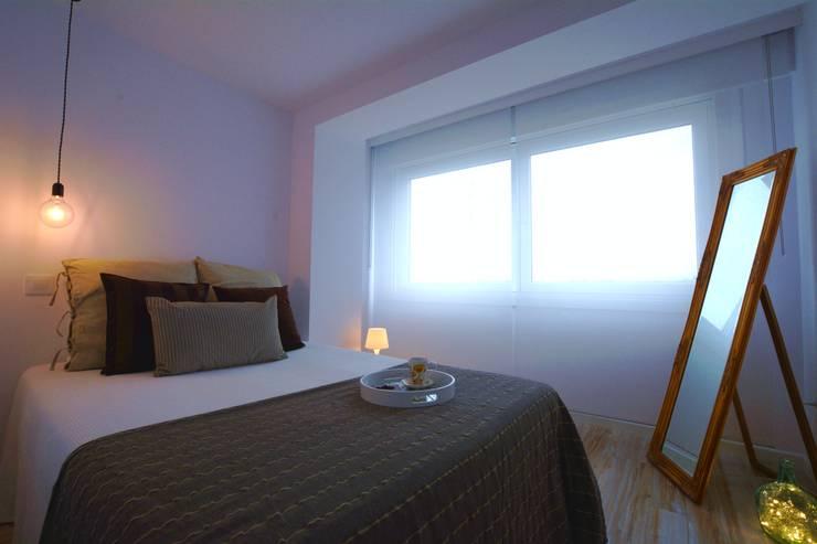 Dormitorio 1 Después:  de estilo  de Ya Home Staging