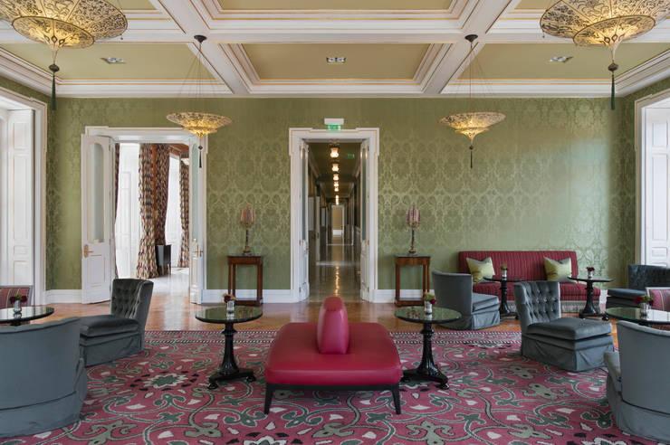 Vidago Palace Hotel: Salas de estar  por Ferreira de Sá