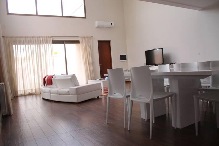 Playroom privado: Livings de estilo  por LAS MARIAS casa & jardin