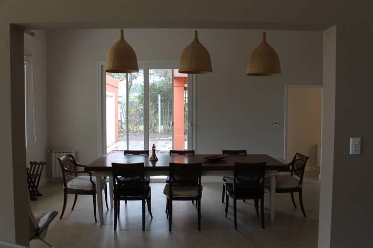 Casa en quinta privada: Comedores de estilo  por LAS MARIAS casa & jardin