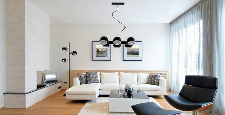 modern Living room تنفيذ Ekotechnik24.pl - lampy na indywidualne zamówienie