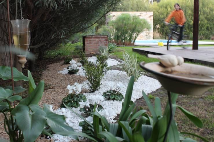 Jardines de estilo  por LAS MARIAS casa & jardin, Moderno