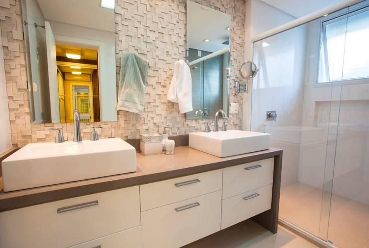 Bwc Master: Banheiros modernos por Lima.Ramos.Lombardi Arquitetos Associados