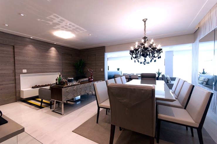 Jantar e lareira: Salas de jantar  por Haus Brasil Arquitetura e Interiores,