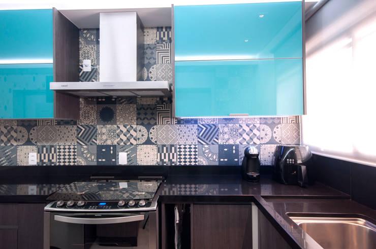 Cozinha: Cozinhas  por Haus Brasil Arquitetura e Interiores,
