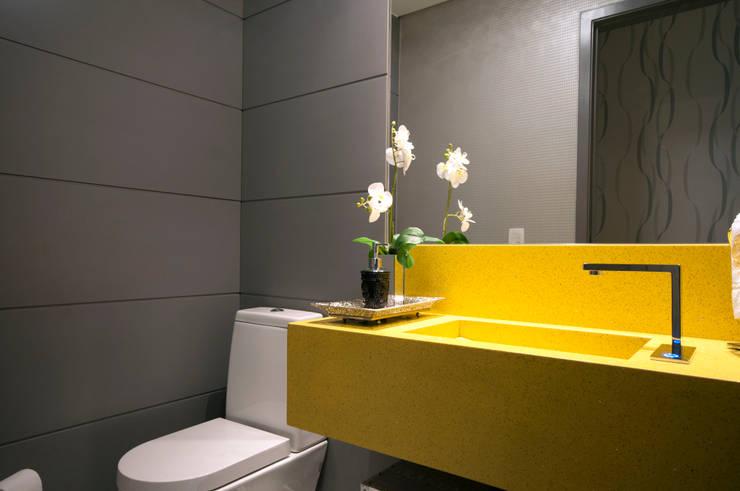 Lavabo: Banheiros  por Haus Brasil Arquitetura e Interiores,