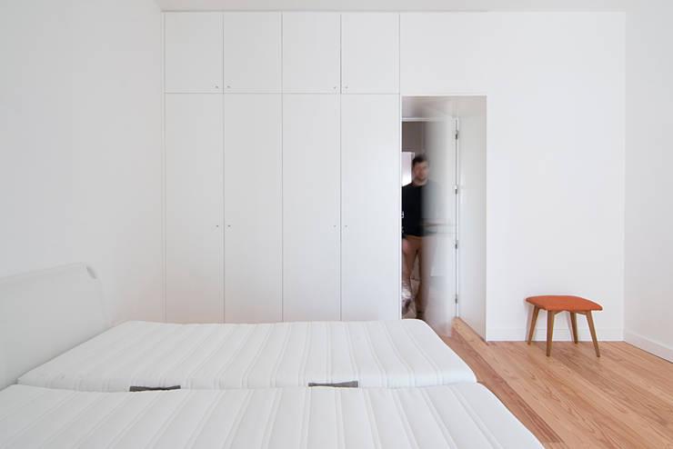 minimalistische Slaapkamer door Estudio ODS