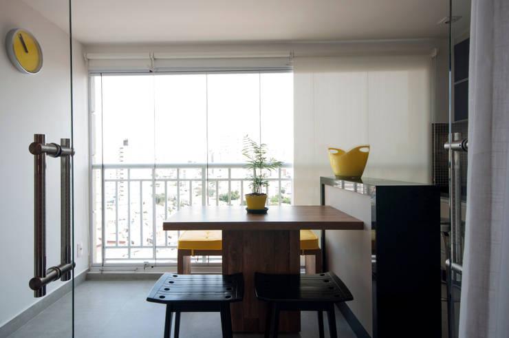 Varanda Gourmet: Terraços  por Haus Brasil Arquitetura e Interiores