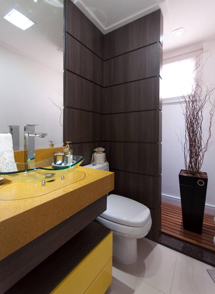 Lavabo: Banheiros  por Haus Brasil Arquitetura e Interiores