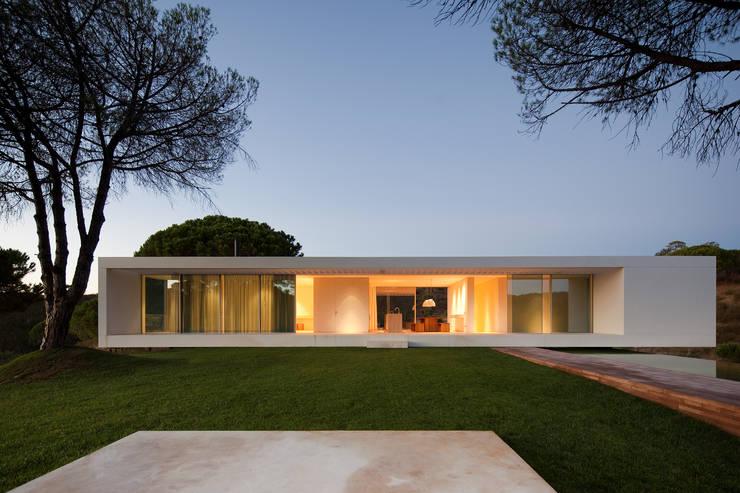 House in Melides: Casas  por Pedro Reis Arquitecto