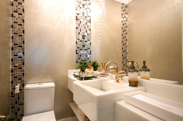 Baños de estilo ecléctico de Haus Brasil Arquitetura e Interiores