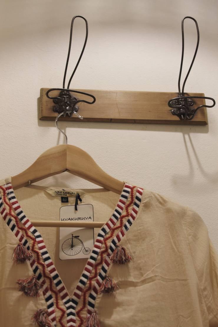 Local de indumentaria femenina <q>Uvakuruva</q>: Oficinas y Tiendas de estilo  por LAS MARIAS casa & jardin