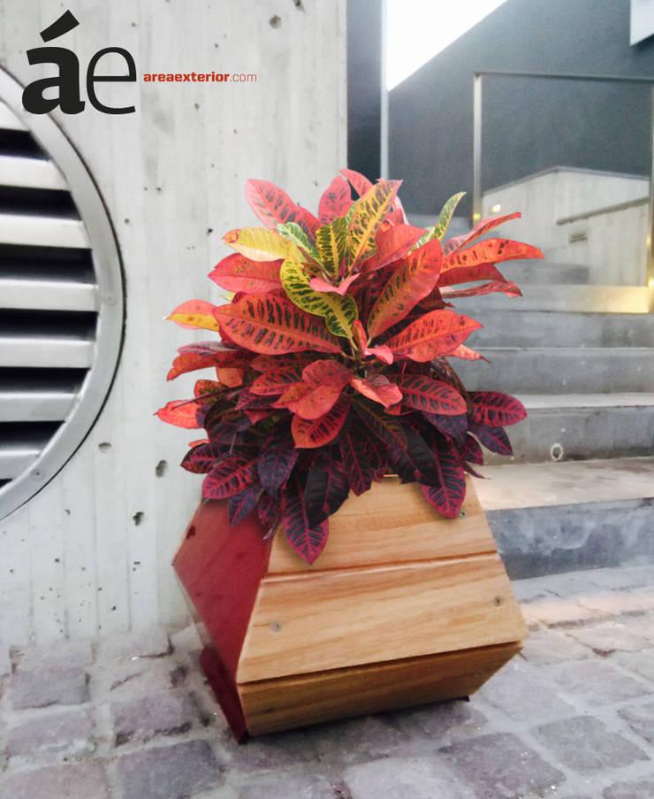MALMO maceta: Jardín de estilo  por Área Exterior