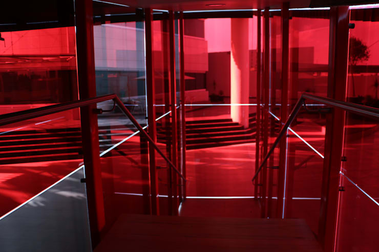 CASA DEL SERVIDOR PÚBLICO MEXIQUENSE: Pasillos y recibidores de estilo  por AR+D arquitectos