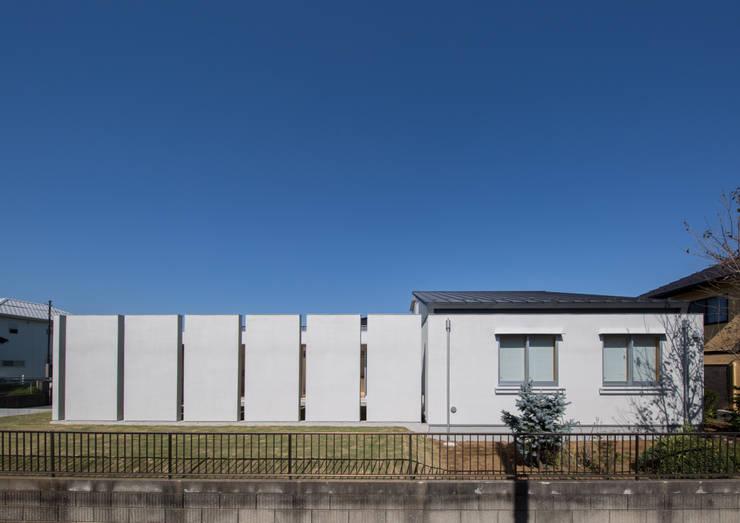 南側外観: アトリエ24一級建築士事務所が手掛けた家です。,