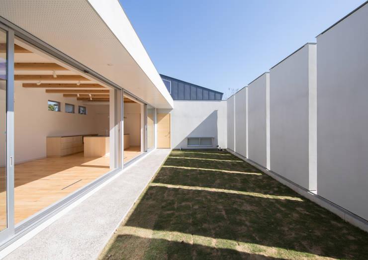 Jardins modernos por アトリエ24一級建築士事務所