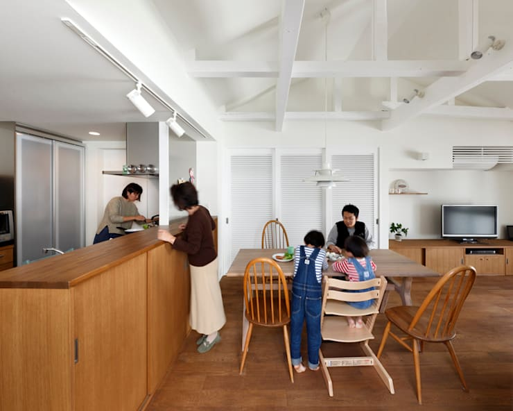 阿倍野の長屋〈renovation〉-5段の距離がいい-: atelier mが手掛けたキッチンです。