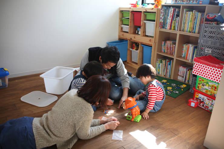 阿倍野の長屋〈renovation〉-5段の距離がいい-: atelier mが手掛けた子供部屋です。