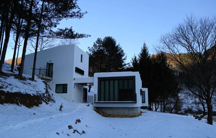 횡성 문학의 집: IEUNG Architect의  주택