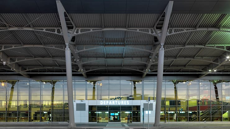 Tekeli-Sisa Mimarlık Ortaklığı – Priştina Adem Jashari Uluslararası Havalimanı:  tarz Havalimanları, Modern