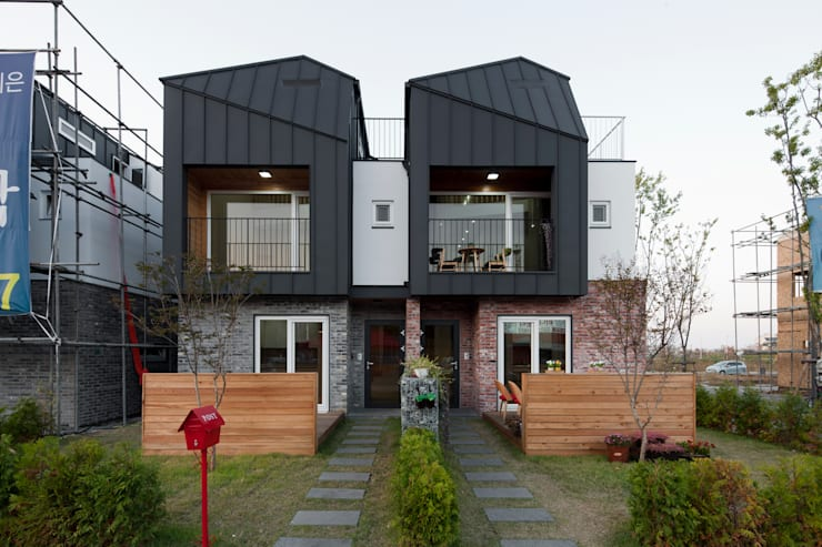 김포한강 하니카운티: 리슈건축 의  주택,모던