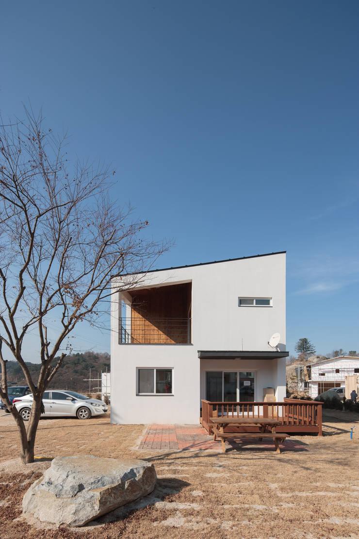 가평 네모정자집: 리슈건축 의  주택