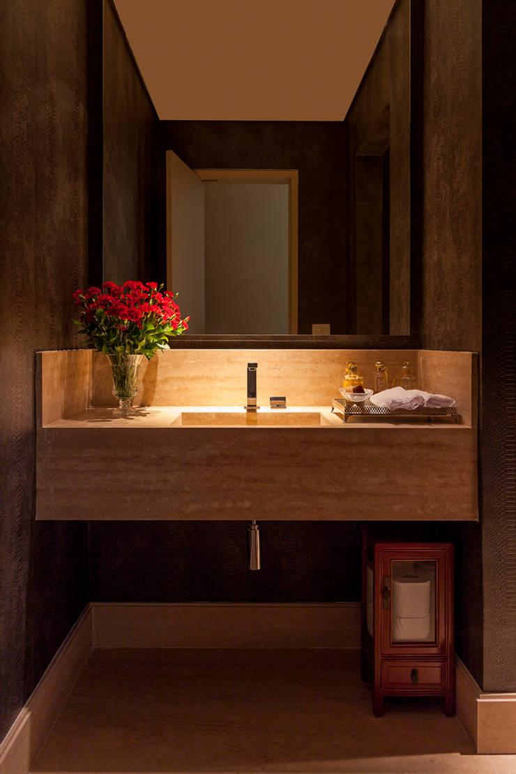OPEN HOUSE | ANTHONY E JULIANA: Banheiro  por Casa de Valentina