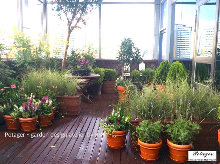 성수동 사무실 베란다 정원 디자인 및 시공 [Office Balcony Garden]: Potager의  베란다,클래식