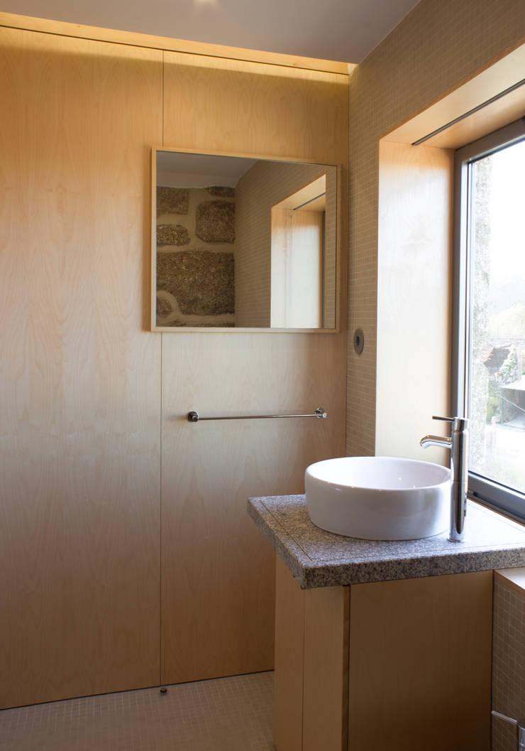 Casa de banho:   por Pedro Miguel Santos, arquitecto
