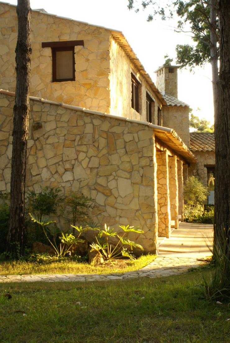 PROJ, ARQ. MARIA CRISTINA RINALDI: Casas  por BRAESCHER FOTOGRAFIA,Rústico