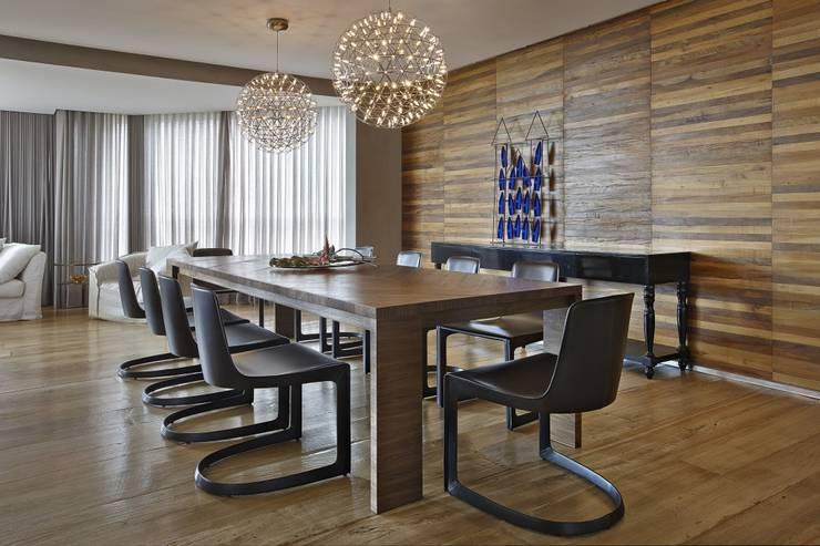 LA7: Casas modernas por David Guerra Arquitetura e Interiores