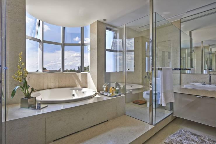 LA35: Casas modernas por David Guerra Arquitetura e Interiores